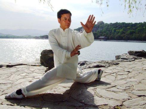 常走八卦掌趟泥步为什么有益于健康长寿(作者:孙慧祥)